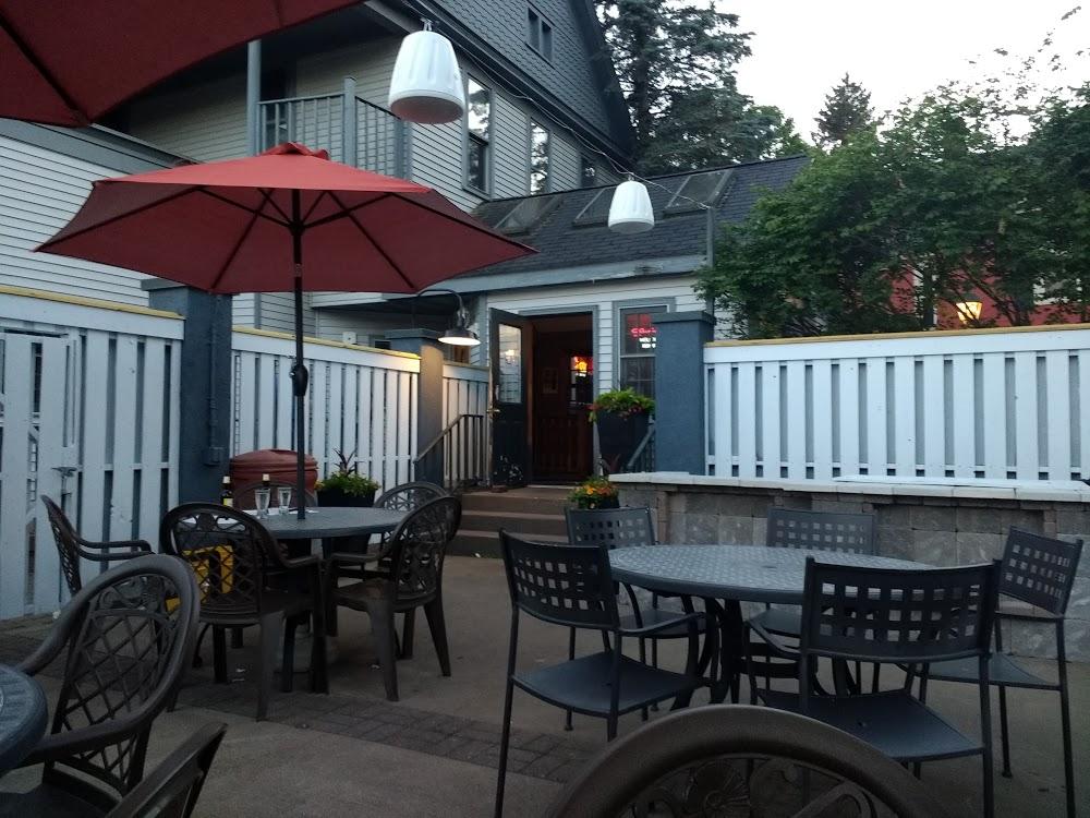 HIAWATHA Restaurant and Lounge